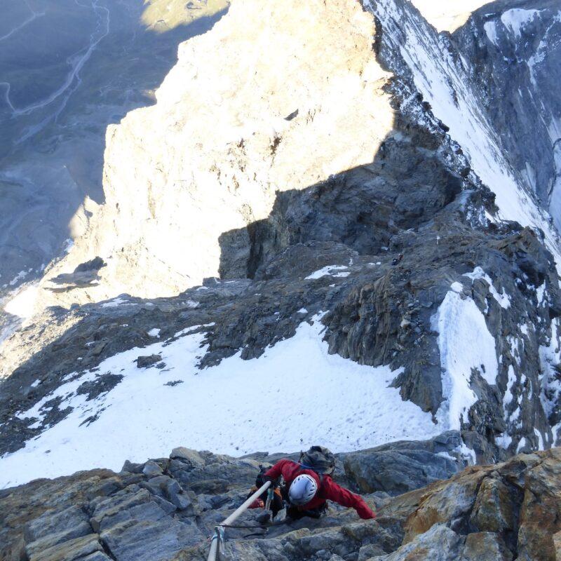 Pasos equipados camino de la cumbre del Cervino